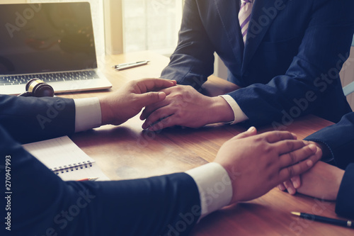 Fotografia  Businessman consoling his friends after failing to do business.