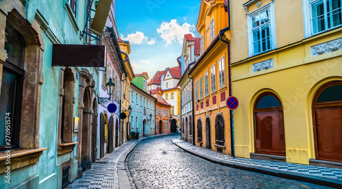 Old street in Prague Canvas-taulu