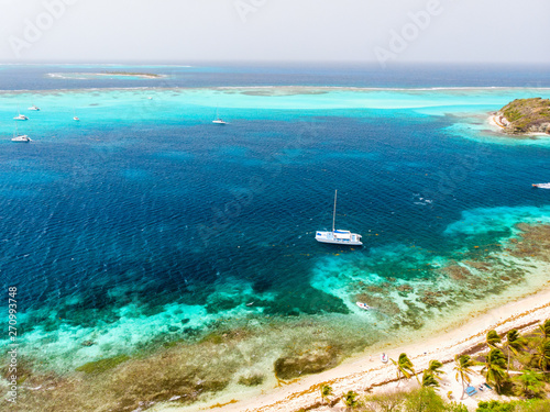 Poster Turquoise Top view of Tobago cays