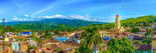 Cuadros en Lienzo  Trinidad, Cuba, colonial buildings and the mountains behind