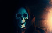 Halloween Costume Ghost Scary Skeleton Wearing A Hooded Coat / Grim Reaper With Skull In Black Hood