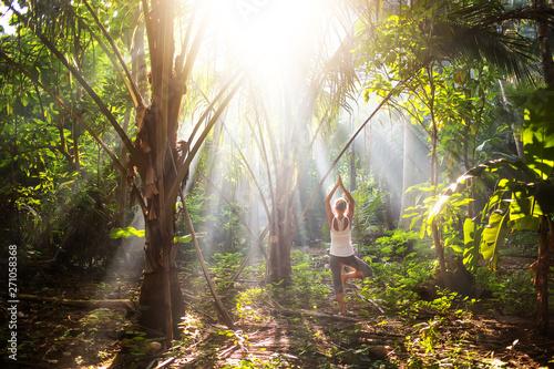 Foto auf Leinwand Texturen woman doing yoga outside in jungle