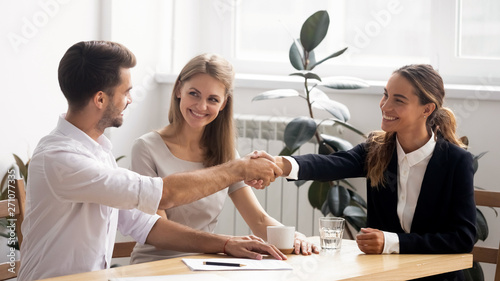 Pinturas sobre lienzo  Excited smiling caucasian business people handshaking greet each other