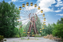 Abandoned Ferris Wheel In Amusement Park In Pripyat, Chernobyl Area