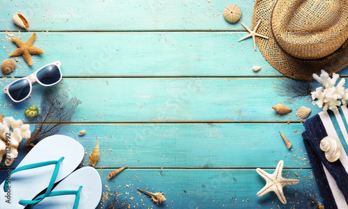Poster Echelle de hauteur Beach Background - Summer Accessories On Blue Plank