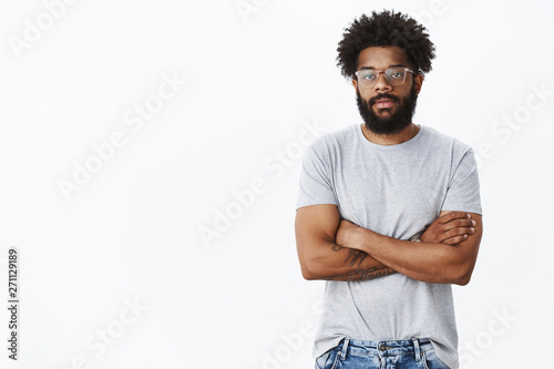 Photo  Studio shot of unimpressed calm and indifferent handsome adult african american
