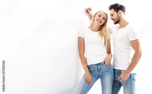 Photo sur Toile Artiste KB Portrait of a young, attractive couple wearing casual clothes