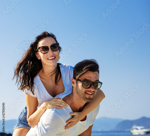 Photo sur Toile Artiste KB Young couple relaxing on a tropical beach