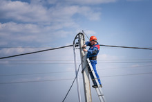 Electrical Engineer Performs W...