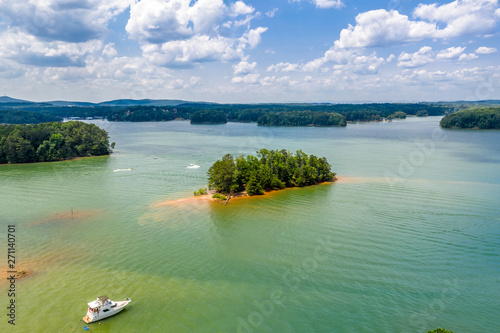 Foto auf AluDibond Olivgrun Aerial view beaches and boats in Lake Lanier