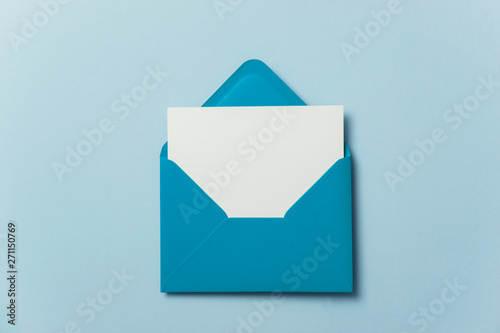 Cuadros en Lienzo  Blank white card with blue paper envelope template mock up