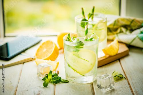 Cuadros en Lienzo Summer lemonade in glasses in front of window, copy space