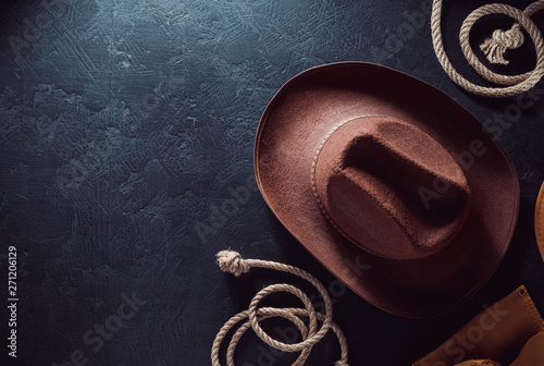 Cuadros en Lienzo cowboy hat at table wooden background