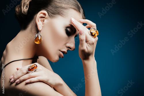 Cuadros en Lienzo lady and jewelry