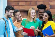 Internationale Studenten Vergleichen Hausaufgaben