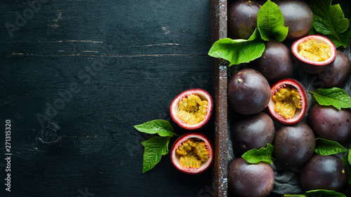 Fresh passion fruit with leaves in Wooden Box. Tropical Fruits. Top view. Free space for text. - 271315320