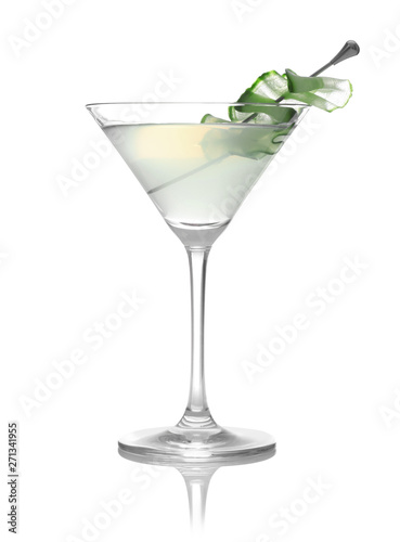 Fotomural Glass of tasty martini with cucumber on white background
