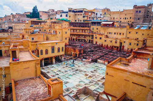 Photo Traditional tannery in ancient medina of Fez, Morocco