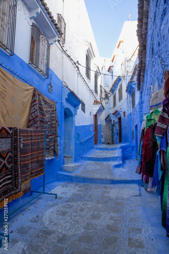 Poster Maroc The blue city of Chefchaouen, Morocco is fascinating to visit. The Medina is on a steep hill so there's all sorts of interesting architecture to match the environment