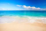 Fototapeta Fototapety z morzem do Twojej sypialni - tropical beach and sea