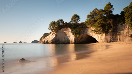 Spoed Foto op Canvas Cathedral Cove Cathedral Cove at sunrise, Coromandel, North Island, New Zealand