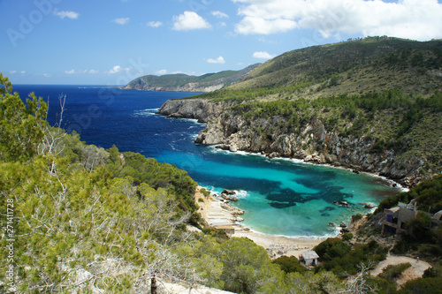 One of the inaccessible bays of the island of Ibiza, Cala d'en Serra, with ruins and a small beach Canvas-taulu