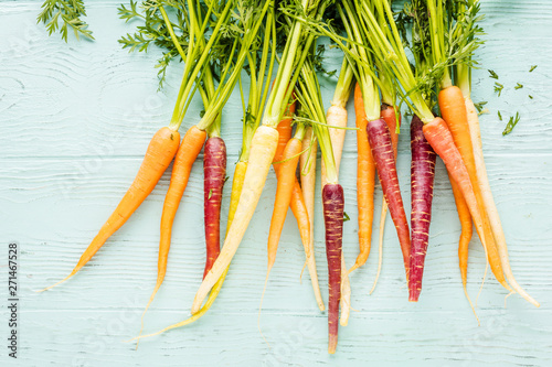 top view of various fresh carrots on wooden surface Fototapete
