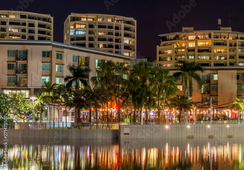 Foto The beautiful Waterfront of Darwin, Australia, seen with the reflection in the w