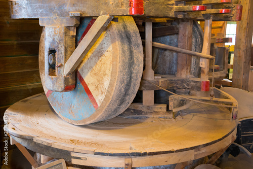 Valokuva Millstone (mill stone) in a gristmill, used for grinding wheat or other grains, in a historical windmill in Zaanse Schans, Netherlands