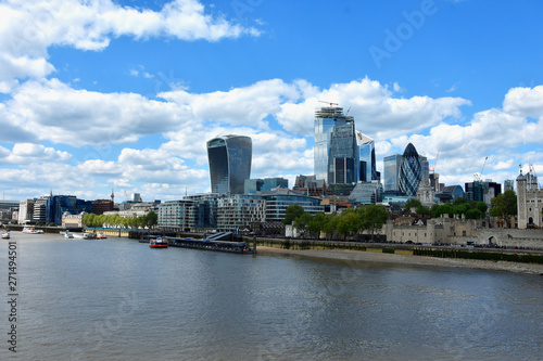 Fotografía  Skyscrapers of the City of London over the Thames , England