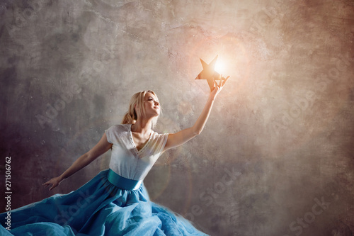 Fotomural Shining star in hand, reach for the dream concept