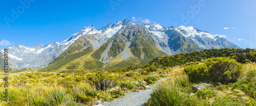 Foto  Summertime view of Aoraki Mount Cook National Park,South Island New Zealand