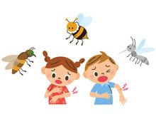 虫に刺される子供達