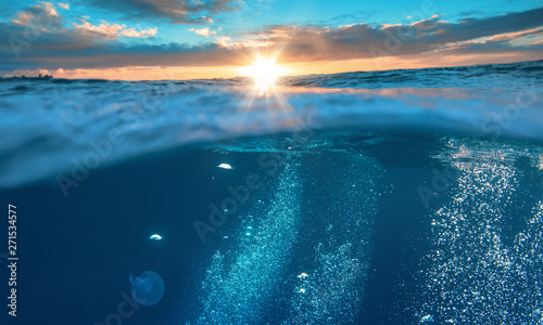 Obraz Water background, beautiful tropical sea, underwater view with sunset on skyline - fototapety do salonu