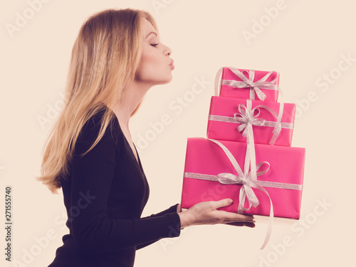 Photo sur Toile Les Textures Girl holding stack of pink gift boxes