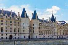 View Of The Conciergerie Castle In Paris, France. It Formerly A Prison And It Was Part Of The Former Royal Palace. Hundreds Of Prisoners Were Taken From The Conciergerie To Be Executed By Guillotine.