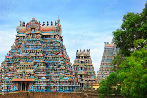 Fototapeta premium Piękne gopury w hinduskiej świątyni Jambukeswarar w Trichy (Tiruchirapalli), Tamil Nadu, Południowe Indie