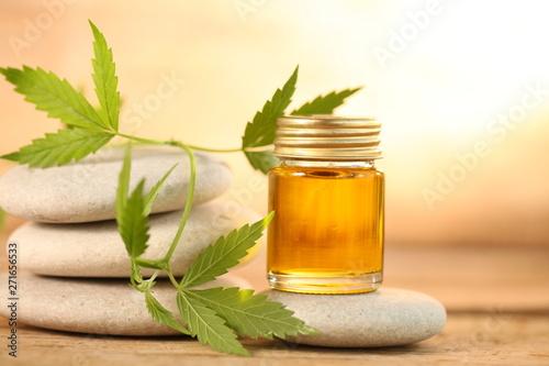Photo  cbd oil bottle and hemp leaf . medical cannabis
