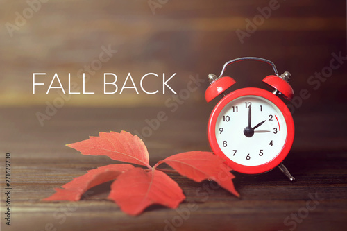 Fotografía  Fall back. Daylight saving time.