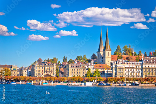 Fotografía Idyllic Swiss town and lake Lucerne waterfront view