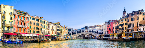 Cadres-photo bureau Gondoles rialto bridge in venice - italy