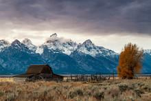 Mormon Row And Teton Range, Grand Teton National Park, Wyoming