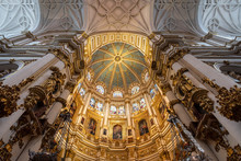 Ornamented Ceilings With Dome ...
