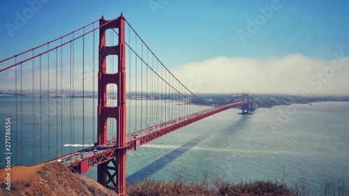 Papiers peints Rouge, noir, blanc golden gate bridge in san francisco