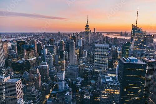 Fotomural Top view of New york city in sunset time with building of city and river, New yo