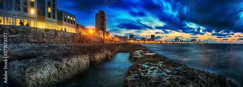 Papiers peints La Havane panoramic view the malecon of havana city in Cuba at nightfall