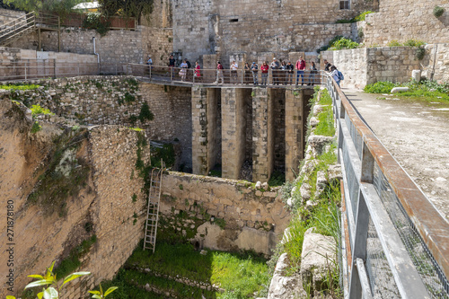 Платно  Ancient ruins in the courtyard of Pools of Bethesda in the old city of Jerusalem