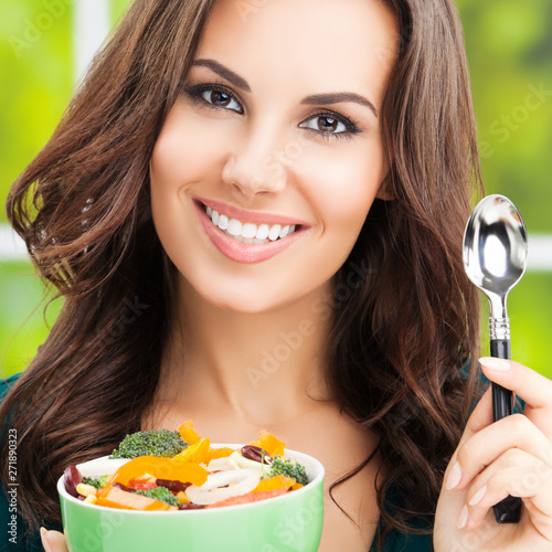 obraz dibond Portrait photo of cheerful smiling woman with salad, outdoors