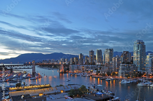 Staande foto New York View of false creek and the Burrard street bridge in Vancouver, Canada.