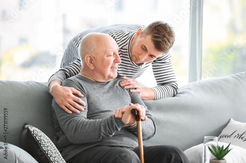 Fotomural  Male caregiver with senior man in nursing home